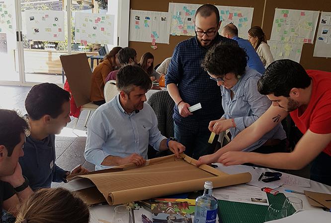 Trabajanddo en equipo prototipo Design Thinking