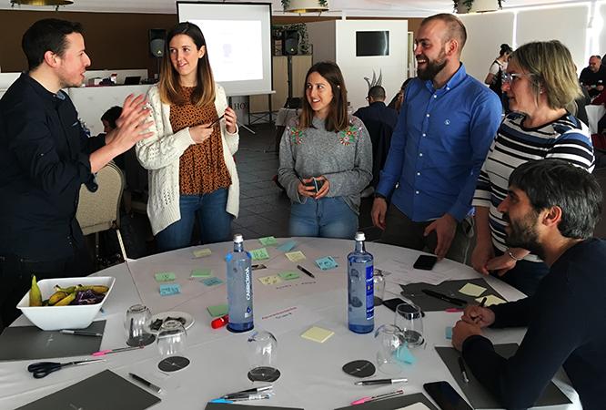 Trabajando en equipo proyecto Design Thinking